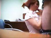 Orale seks en seks op het kantoor met de baas